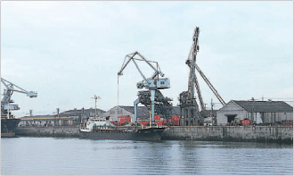 三池港 かつては日本最大規模の出炭量を誇った三池炭鉱の石炭を各地に移出し、その... 信頼と実績